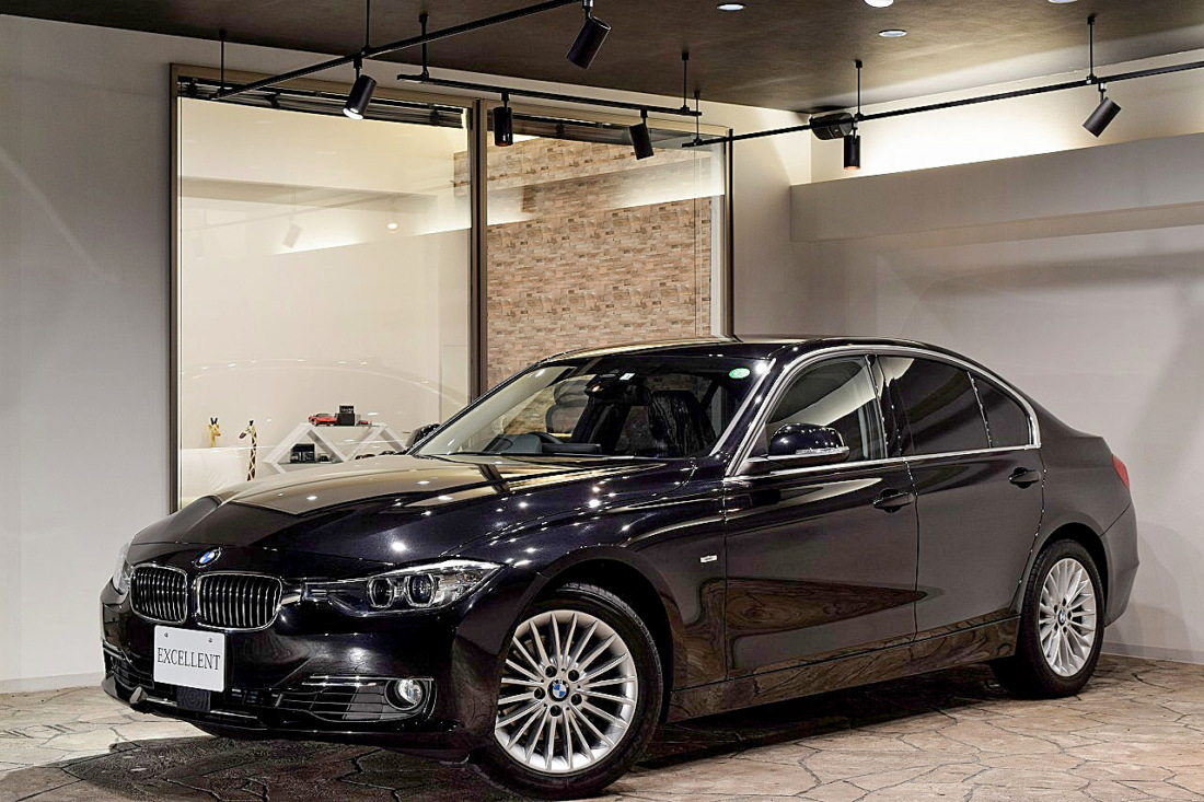 BMW 320i xDrive ラグジュアリー  Sold out